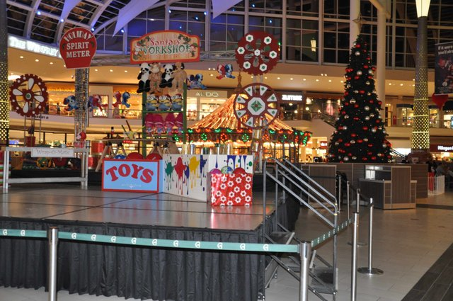 Riverchase Galleria 2016 tree lighting setup