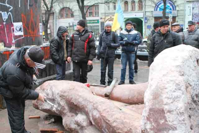 Protesters Chisel at Lenin Statue