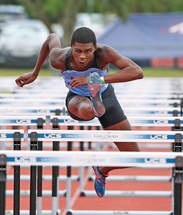 280-SPORTS---SPHS-hurdles-ChristianStrong.jpg