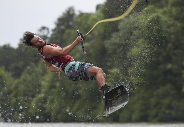 280 PHOTO - wakeboarding4.jpg
