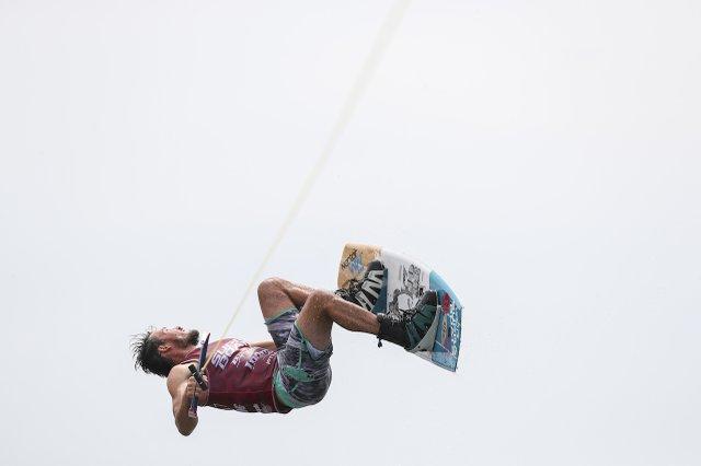 280 PHOTO - wakeboarding5.jpg