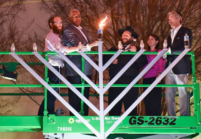 EVENTS---Menorah-Ceremony12.jpg