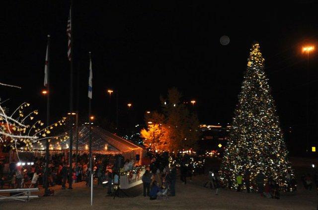 Hoover Christmas tree lighting 2016-60