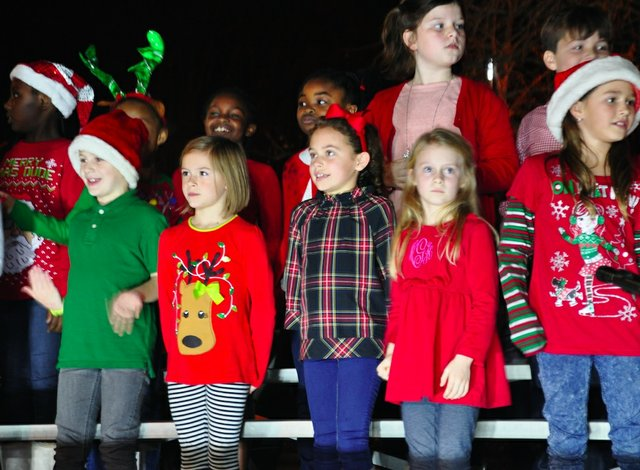 Hoover Christmas tree lighting 2017-12