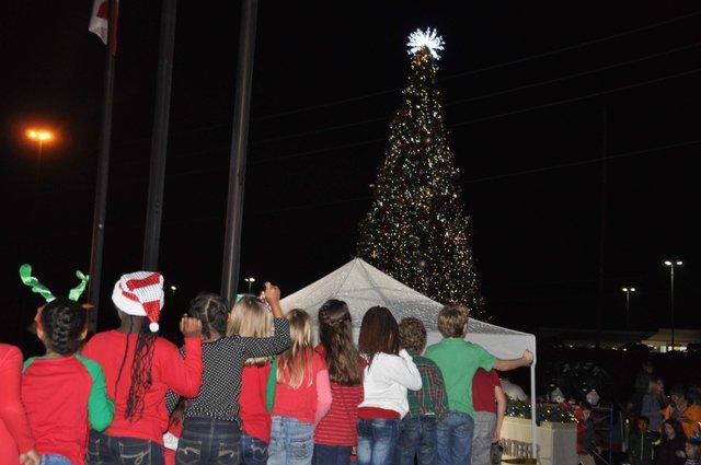 Hoover Christmas tree lighting 2017-19