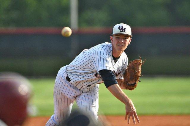 SPORTS---Oak-Mountain-baseball1.jpg
