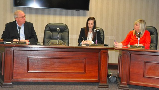 Hoover school board 2-2-18.jpg