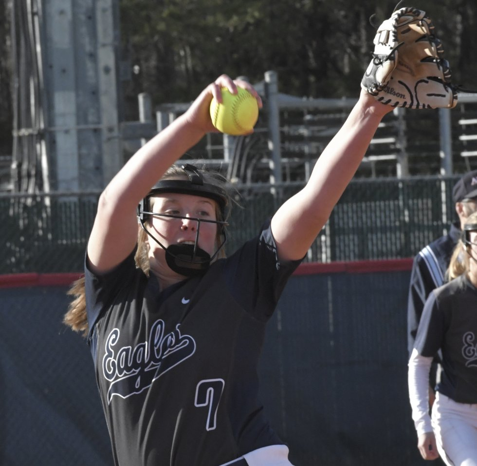 Pioneers pick up softball wins
