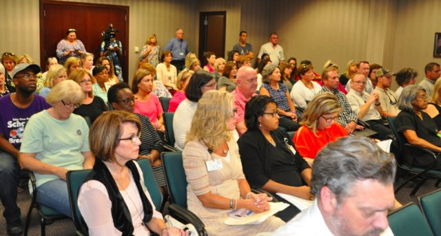Hoover school board crowd 9-11-18