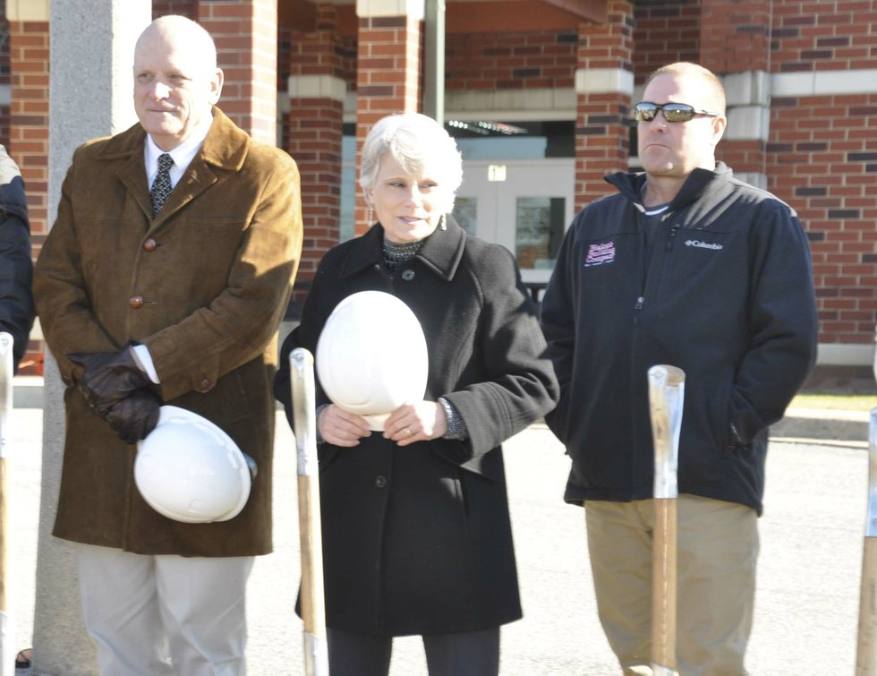 191218_Berry_Middle_groundbreaking3