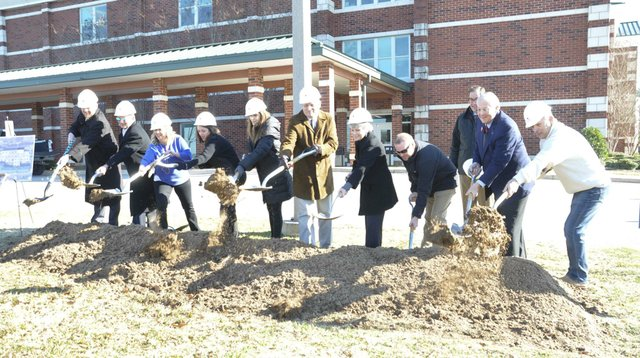 191218_Berry_Middle_groundbreaking5