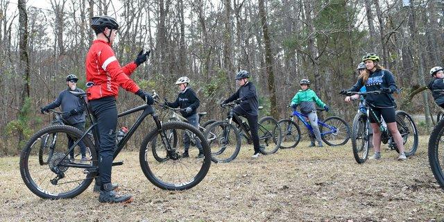280-SPORTS-Mountain-bikers_EN02.jpg
