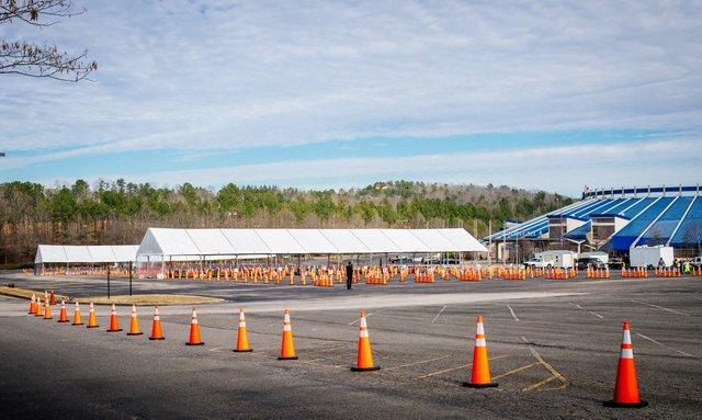 Hoover Met vaccine site set-up 17
