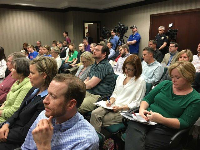 Hoover school board audience 3-7-16