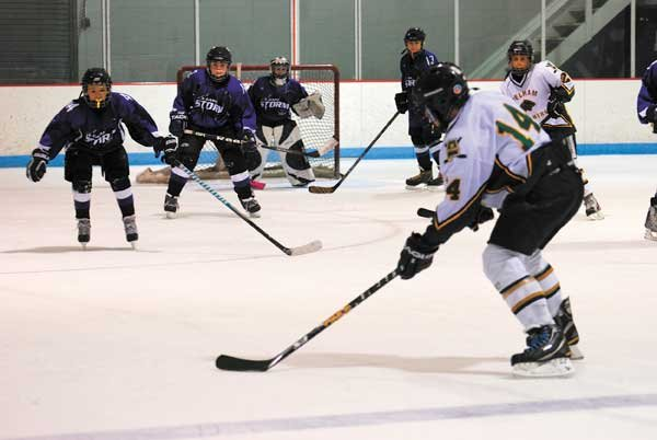 hockey-Cole-Bramble-taking-shot-from-point(blue-line).jpg