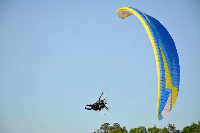 280 COVER Paragliding3.jpg